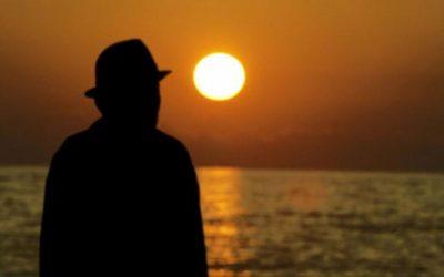 Sindrome del tramonto o del sole calante: di cosa si tratta? [object object] iCare mobile – Servizi a domicilio per anziani e disabili anziano tramonto  400x250