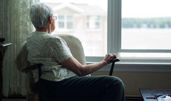 Natale, 1,5 milioni di anziani a rischio solitudine
