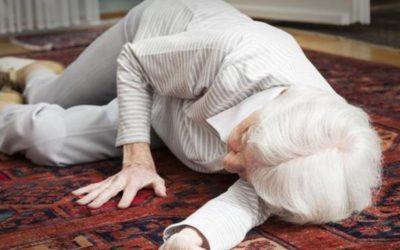 Cadute e fratture: come prevenirle icare iCare – Servizi a domicilio per anziani e disabili caduta 400x250