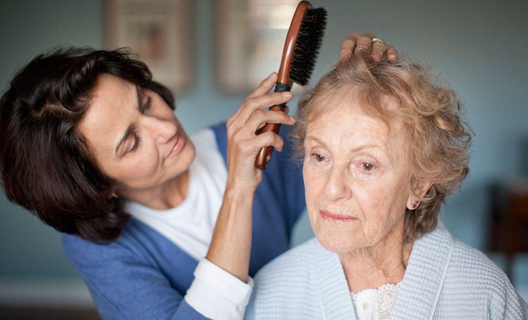 Caregiving, difficoltà e rischi per chi si occupa degli anziani