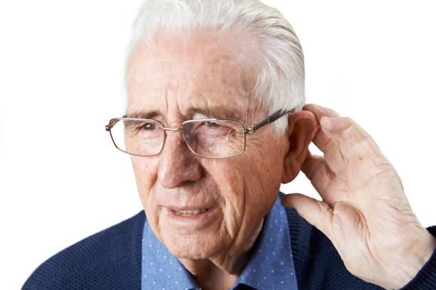 Perdita dell'udito: cause e conseguenze per gli anziani