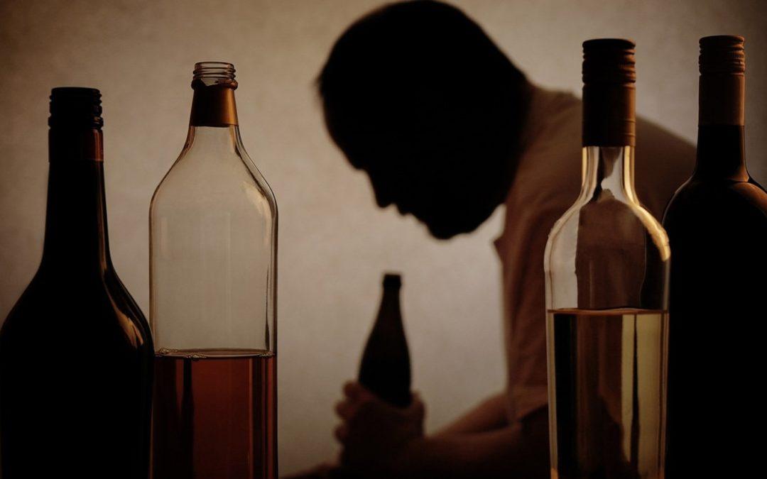 Anziani e alcol: quali sono i pericoli?
