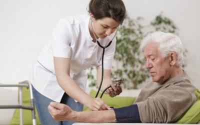 Caldo e cali di pressione: quali sono i valori ottimali per un anziano? icare iCare – Servizi a domicilio per anziani e disabili pressione 400x250