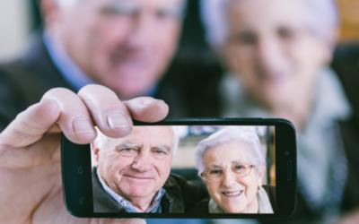 Tecnologia: boom di smartphone tra gli anziani icare iCare – Assistenza a domicilio per anziani e disabili (Lecce, Trepuzzi, Squinzano, Surbo, Novoli, Campi Salentina). Casa famiglia smartphone anziani 400x250
