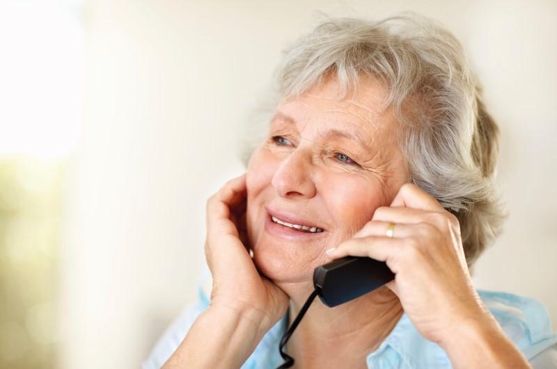 Restiamo in casa ma evitiamo l'isolamento degli anziani
