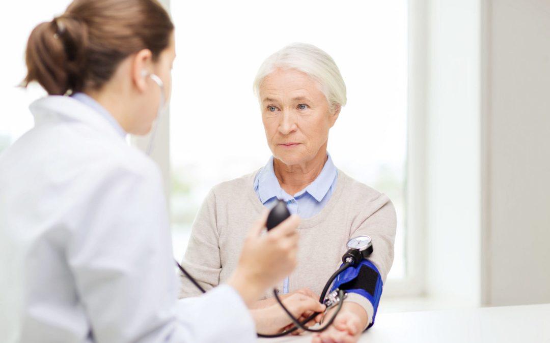 Pressione, dieta e attività fisica: ecco come prevenire le demenze