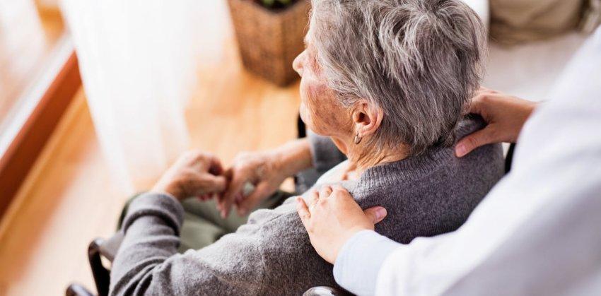 Caregiver, cresce l'attenzione per chi si prende cura dei propri cari